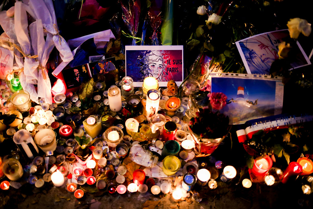 Tributes  to victims of Paris attacks in front of Bataclan (November 2015)