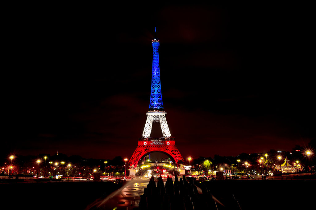 Eiffel Tower illuminated with French flag (November 2015)